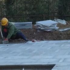 石材铺装队 石材铺装工人 承接石材铺装工程 铺装石材技术工人