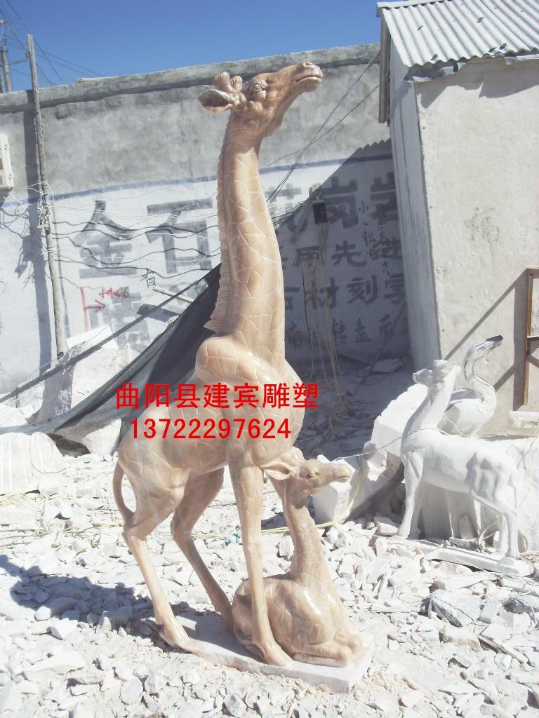 晚霞红长颈鹿石雕出售
