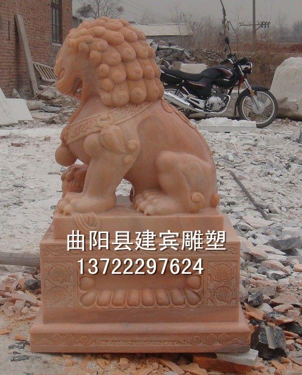 曲阳石雕专业生产汉白玉狮子 晚霞红狮子 天安门蹲狮摆件