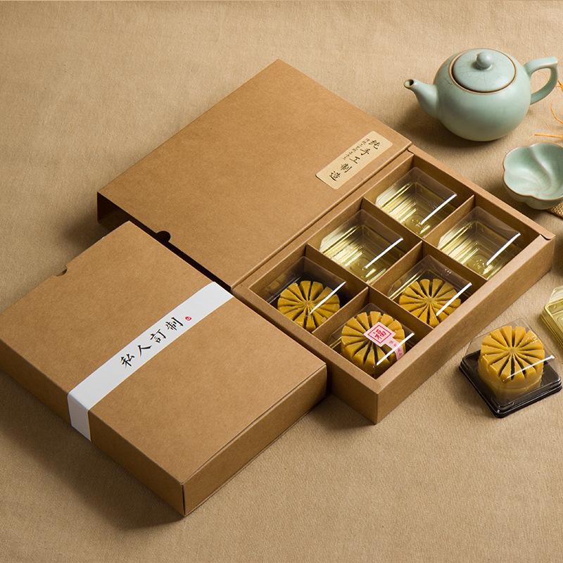 产品说明: 1件套-----6宫格本色纸盒(只有纸盒) 26宫格本色纸盒+纸袋 5件套-----6宫格本色纸盒+纸盒+贴纸+围条 五件套分别为:纸盒、盒贴、纸袋、袋贴、围条。(特别说明外盒贴和袋贴为图中米黄 色纯手工制造》) 17件套---6宫格本色纸盒+纸盒+贴纸+围条+塑托 (在5件套的基础上多了盒子里面的6个月饼托和月饼托盖上的小贴纸。) 围条有10款可选 分别为 : 嘉礼 心意独一无二 浅尝厚爱福 感谢 私人定制 纯手工制作 手作月饼 手作蛋黄酥、手作雪媚娘。 贴纸为6种。外盒贴和袋贴统一用《纯手