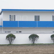 内蒙古赤峰工地临建房岩棉防火复合板出口彩钢房