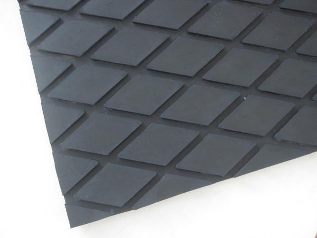 厂家直销{菱形橡胶板,橡胶管,尼龙输送带,平机带,布板带