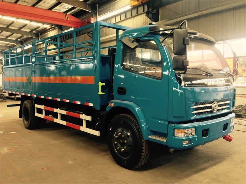 东风新款6米4气瓶运输车8吨二氧化碳气瓶运输车价格
