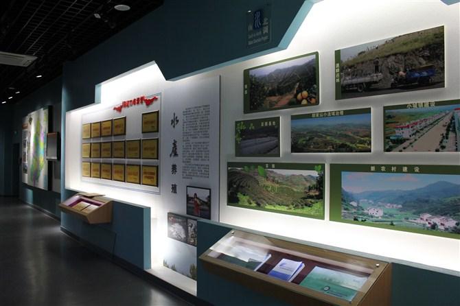 北京大圣展览展示有限公司成立于2007年,是集展览展示(博物馆、科技馆、纪念馆、展场、展位、展厅、展柜、展台、展品模型、多媒体、专卖店、荣誉室、陈列室、校史馆、会议庆典等项目)的设计与制作,是广告布展、陈列布展的设计、制作、与施工为一体的会展资源集成供应商。公司拥有十亩地展览制作生产加工基地。多年来我们一直致力于为各种展览、会议、广告、活动提供快速---经济---高效的制作一条龙服务。 公司有着多年的行业经验,以强大的制作优势为依托,不断的完善制作技术和引进先进的设备,目前已发展成为北京地区技术全面