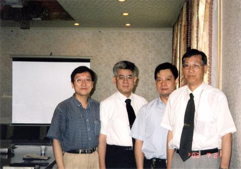 与石川岛播磨和中国的专家在会谈后合影