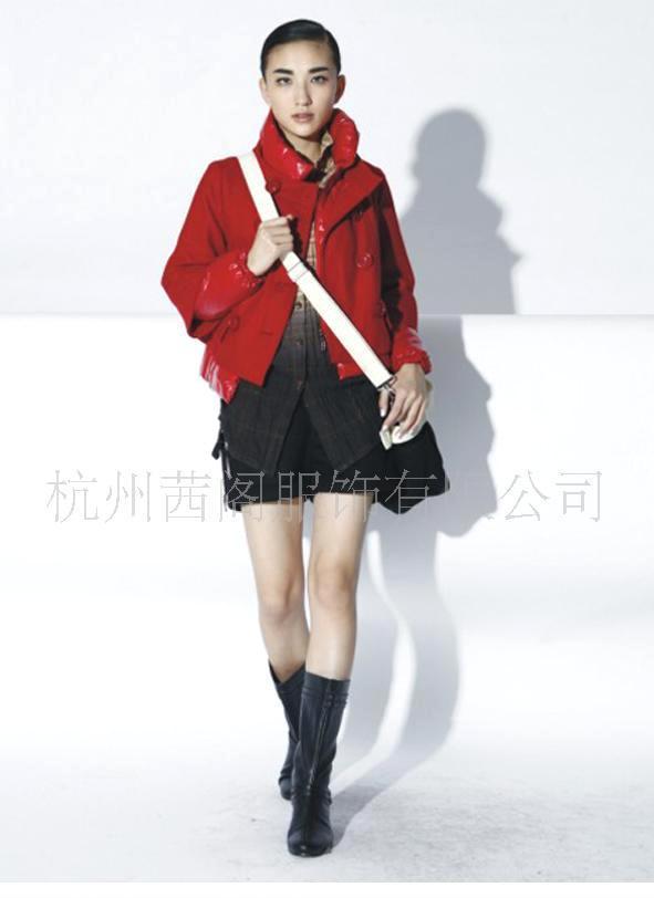茜阁厂家直销红色及黑色短款休闲时尚羽绒服