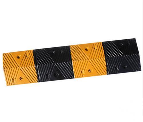 橡塑减速带、鹏鑫交通设施减速带、橡塑减速带生产厂家
