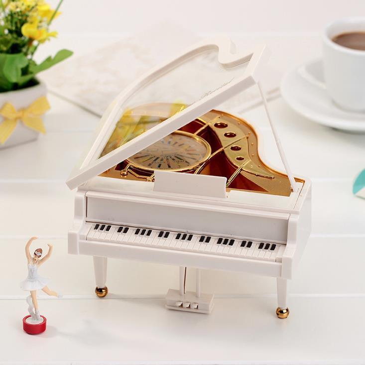 供应 创意精品钢琴音乐盒水晶球八音盒