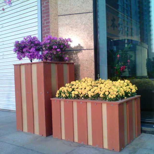 威海菲菲绿化塑木定制耐腐蚀美观环保塑木花箱