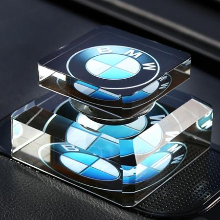 供应 汽车香水创意车标车载香水座水晶汽车礼品摆件