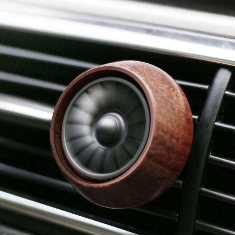 供应 汽车车用出风口车载香水香薰 创意木制汽车摆件香薰夹