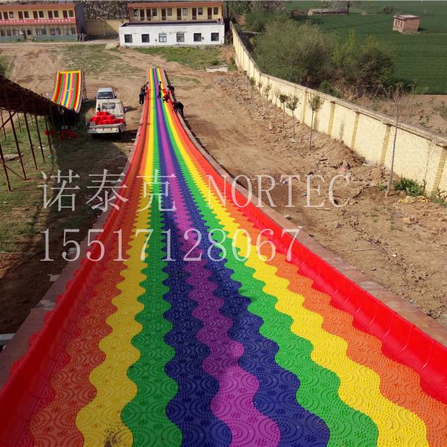 旱雪生产厂家大量定制彩虹七彩滑道滑雪圈滑道