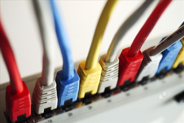 仪表线缆网:带你认识通讯电缆和光缆的区别