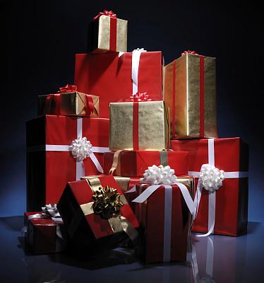 逢年过节,遍地的包装盒成为一道亮丽的风景线