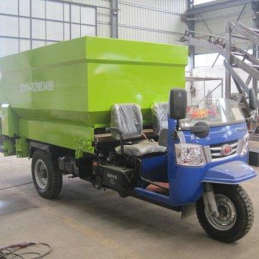 金源出售牛场喂料车 省时省力撒料车 强动力撒草车 青贮撒料车高品质牧场设备