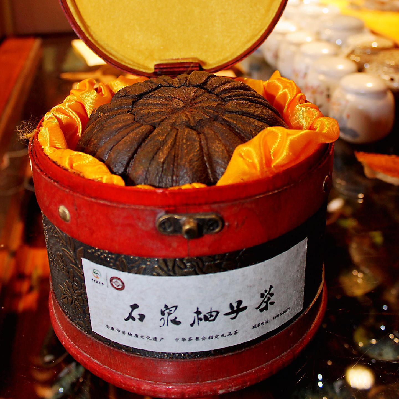 柚寿樽红-石泉柚子茶,口感鲜野清爽,汤色清灵明透的特质,柚子茶内质富硒,无残