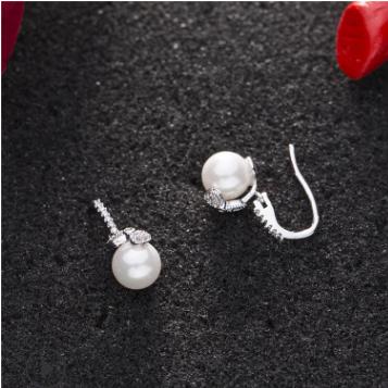 廠家直銷日韓流行珍珠耳釘 氣質鋯石白色珍珠飾品耳環批發
