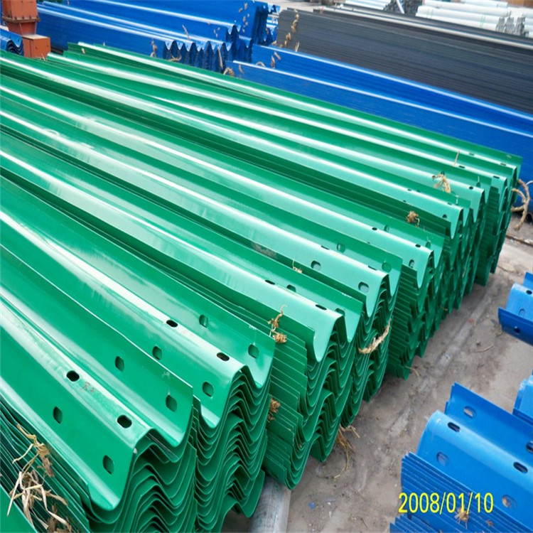 护栏板厂家 高速公路两侧防撞护栏 波形喷塑护栏板 二波护栏板