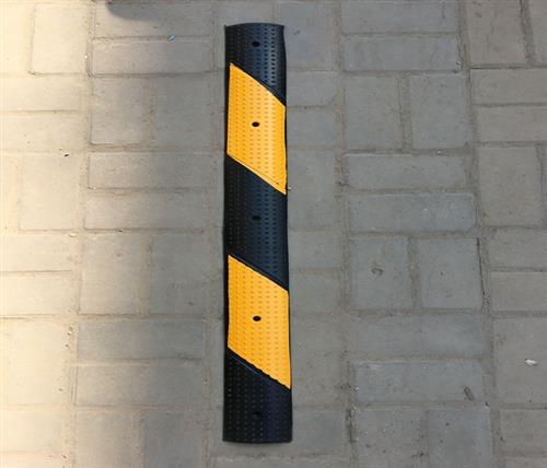 橡塑减速带,鹏鑫交通设施减速带,橡塑减速带价格