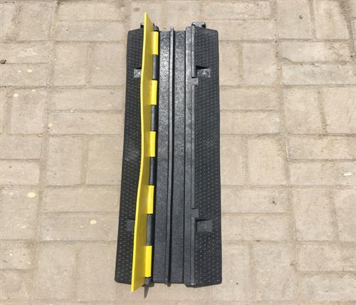 鹏鑫交通设施减速带、铸钢减速带、铸钢减速带联系方式